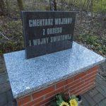 Pomnik na cmentarzu wojennym w Izbicy